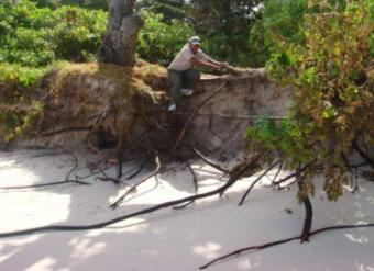 Before (February 2008) – Lemuria Resort staff 'climbing down' the beach