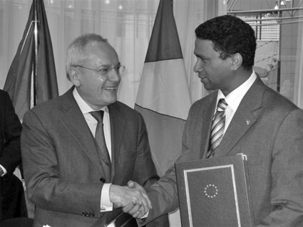 Ambassador Faure (right) shakes hand with the vice-president of the EC Jacques Barrot after signing the agreement