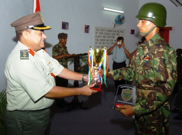 Best overall recruit Achille Uzice receives his trophy from Col Roseline