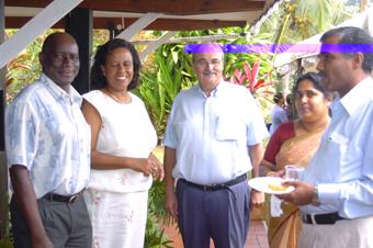 De gauche à droite le Vice- Président Belmont et son épouse en compagnie de l'ambassadeur Fay et des invités