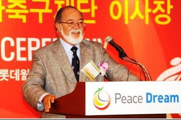 Mancham awarded peace prize for statesmanship