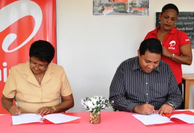 Mr Randriamampionona and Mrs Rene sign the document