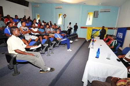 Seychellois coaches following a past course