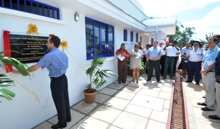 Minister Morgan unveils the plaque marking the inauguration of the new prison block