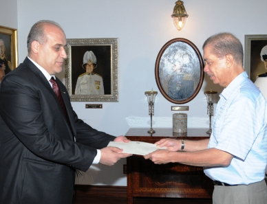 Dr Jaish presents his credentials to President Michel