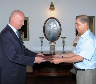 Mr Vassalo presents his credentials to President Michel