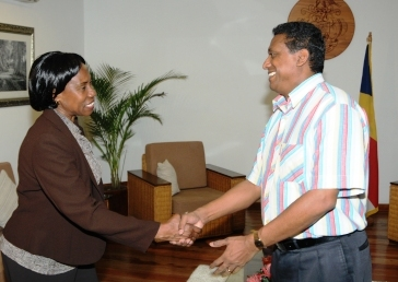 Mr Faure welcomes Ms Muduuli at State House
