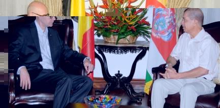 Le nouvel ambassadeur belge, M. Ouvry, lors de sa rencontre avec le Président Michel