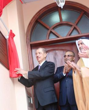 President Michel unveiling the plaque of Seychelles' first diplomatic mission in the Middle East