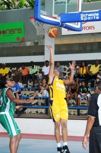Simone Malbrook goes for the hoop in her team's win against HotShots