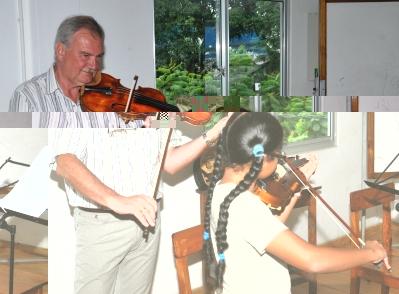 M. Grudzien avec une élève lors d'une session de travail à l'École de Musique