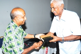 Antonio Jean-Baptiste (right) receives a prize from the President of the Islamic Society of Seychelles, Ibrahim Afif