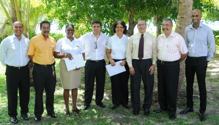 Ms Bonne (left) and Stravens in a souvenir photograph with management staff of the Resort and officials from STB and STA