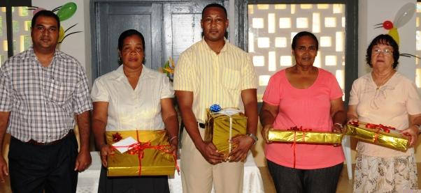 The four outgoing head teachers in a souvenir photograph with SHA chairman Cyril Pillay (left)