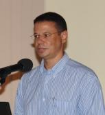 Dr Gedeon making a presentation