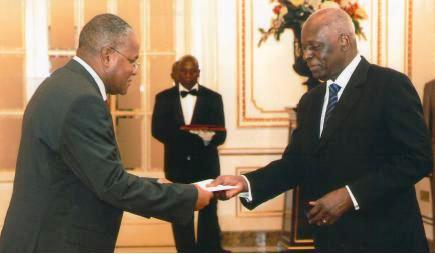 High Commissioner Nourrice (left) presents his documents to President Dos Santos