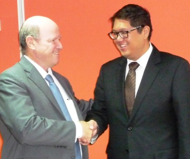 Minister St Ange and Mauritian counterpart John Michael Yeung Sik Yuen