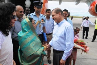 President Michel warmly welcomes President Patil