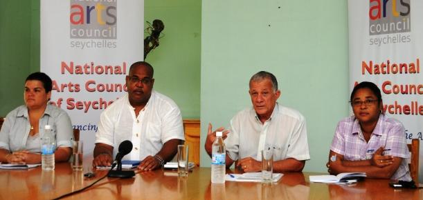 Les membres du comité national de sélection lors d'une conférence de presse plus tôt cette semaine. De gauche à droite : Mme Larue, M. Savy, M. Arnephie et Mme Charlie
