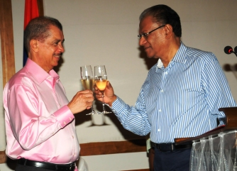 President Michel and Prime Minister Ramgoolam proposing a toast