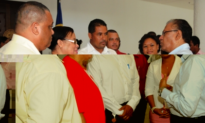Dr Ramgoolam interacting with some members of the National Assembly after his presentation