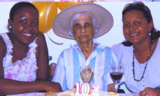 Madanm Benoit dan en portre souvenir avek onorab Aglae ( adrwat) ek manmzel Louise