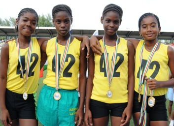 La Digue's 4x100 relay girls' U12 team