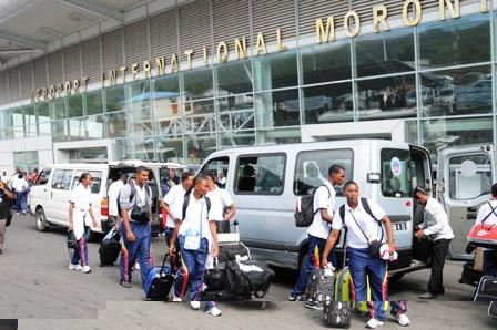 Les sportifs seychellois à leur arrivée à l'Aéroport International de Moroni
