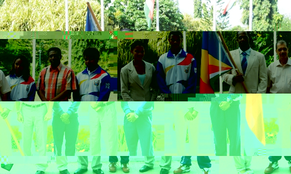 Souvenir photo of the athletes with President Michel and Vice-President Faure