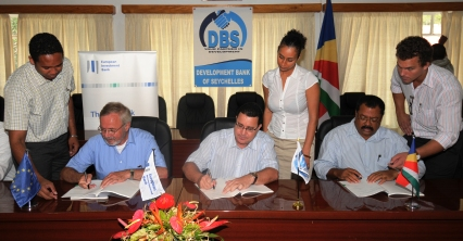 (From l to r) Mr Hoyer, Minister Laporte and Mr Toussaint signing the loan agreement