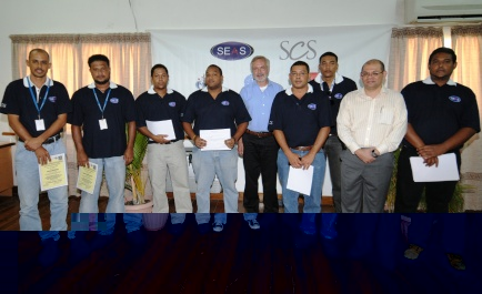 The local engineers and technicians in a souvenir photo with European Investment Bank president Werner Hoyer and Seychelles Cable Systems chairman Benjamin Choppy