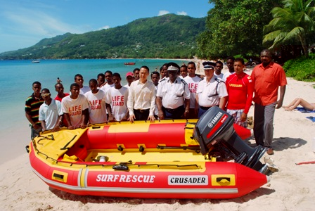 Messrs Quatre, Hermitte, Choo, other guests and the lifeguards with the new dinghy