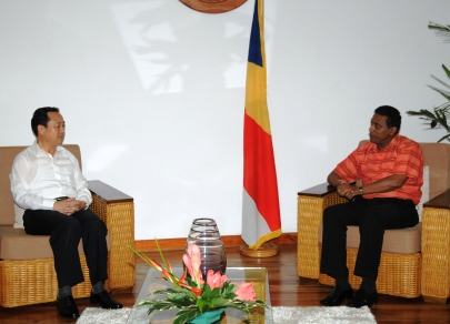 Mr Huang holding talks with Mr Faure at State House