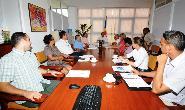 The Cuban delegation briefing Minister Payet and other officials on the study and its latest developments