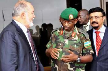 Mr Mancham talking to Chief of Staff of the Rwandan Army, Major General Frank Kamanzi, with Mr Daniel Belle