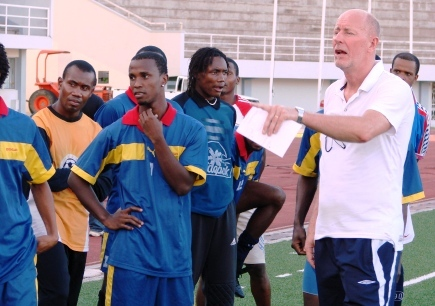 Coach Mak working with Seychellois footballers in 2011