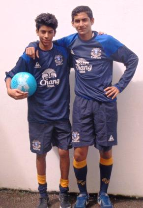 Two ISS players sporting the Everton FC colours