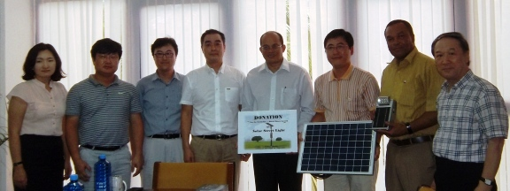 The delegation from the Korea Economic Development Cooperative in a souvenir photo with Prof. Payet and Mr Agricole.