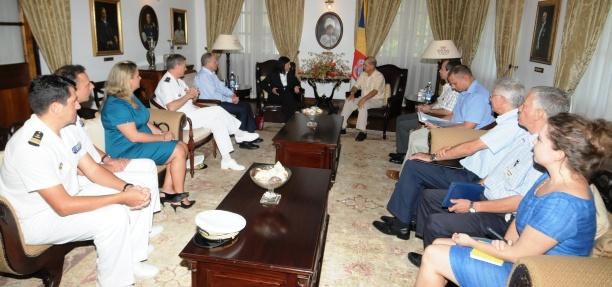 Les délégations des Seychelles et de l'Union Européenne lors de la rencontre d'hier avec le Président James Michel