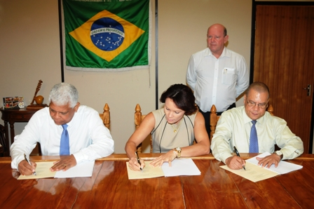 Minister St Ange witnessing the signing of the MoU between (from l to r) Mr Narrain, Ms Grandcourt and Mr Joubert
