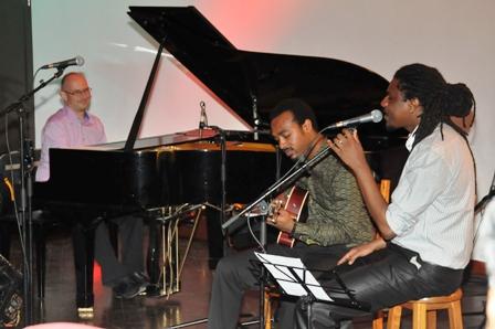 Laurent Coq et ses deux amis lors du concert donné mercredi soir